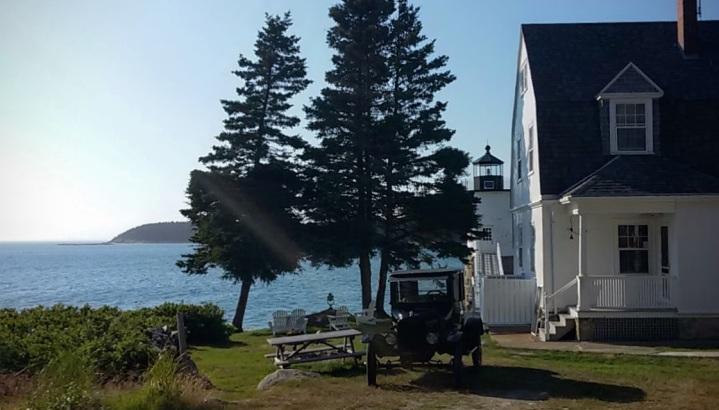 Lightkeeper's Cottage & lighthouse